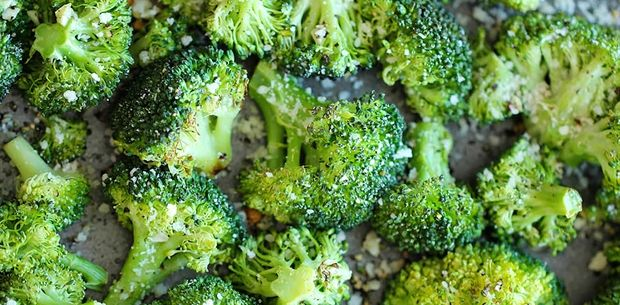 Baked broccoli with garlic and parmesan cheese