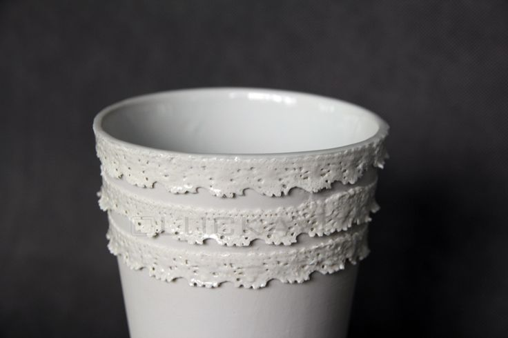 Rococo.- porcelain decoration by lace