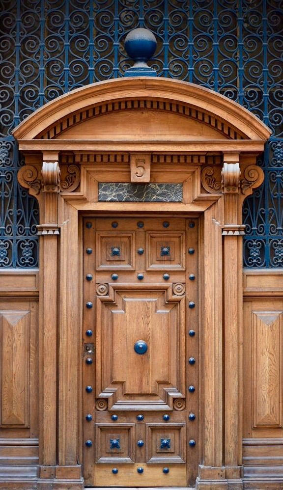 We always say that the trim around the front door can really enhance it - looks like this door in Paris really got the full treatment!