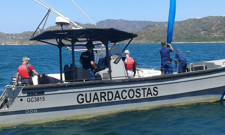 (Fotos y video) Guardacostas rescatan a turistas que estaban a punto de ahogarse
