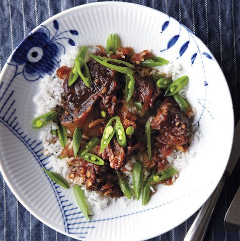 Soy-Braised Short Ribs With Sugar Snap Peas | RealSimple.com