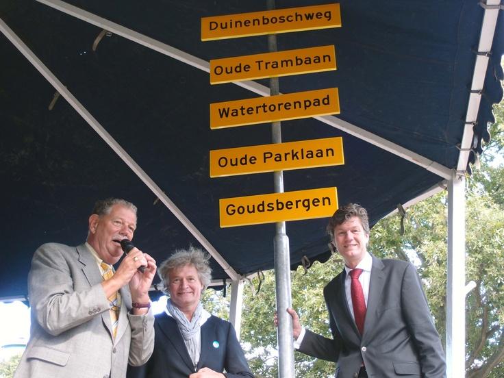 Burgemeester onthult straatnamen Dijk & Duin
