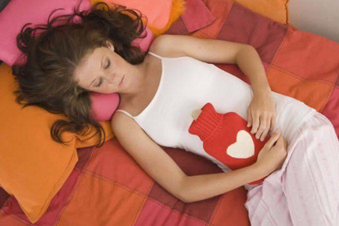 Unterleibsschmerzen immer ernst nehmen! Hier ein guter Artikel zu möglichen Ursachen.  Allerdings sind Unterleibsschmerzen jeden Monat ein vertrauter Begleiter für viele Frauen.  Das muss nicht sein! Es gibt ganz wunderbare krampflösende Pflanzen wie das Gänsefingerkraut. Aber auch Pflanzen die für eine hormonelle Balance sorgen wie der Frauenmantel, sorgen für weniger Schmerzen vor und während der Menstruation…