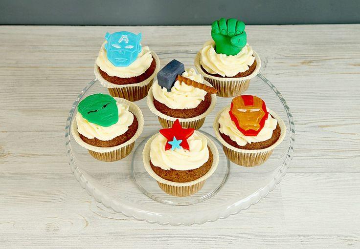 """Детские капкейки """"Супергеройские""""  Капкейки с аппликациями символов супер-героев #Marvel станут прекрасным дополнением к тематическому празднику для именинника. Вкуснейшие кексики, оформленные сырным кремом и украшенные аппликациями таких героев как #халк, #железныйчеловек, #капитанамерика и другие помогут имениннику в праздничный день почувствовать себя частью великолепной команды супер-героев!  Мы с удовольствием изготовим #капкейки к вашему праздничному столу всего за 1550₽/наб. при…"""