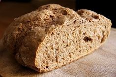 Mittelalterliches knuspriges, frisch gebackenes Brot