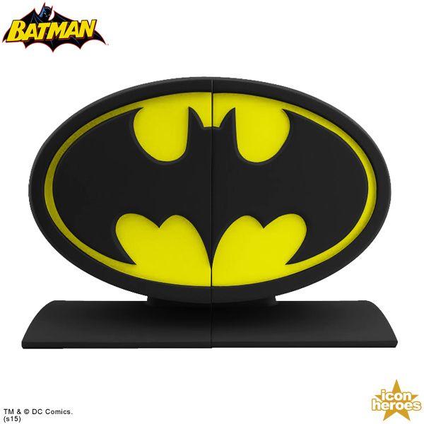 Bugünlerde site bu tür haberlerle dolacak hazır olun çünkü 2015 New York Oyuncak Fuarı açıldı. Ikon Heroes'ün ürettiği Batman logosu kitap destekleri bu se