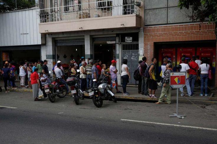 El dinero en efectivo, otro problema más para los venezolanos - http://www.notiexpresscolor.com/2016/11/30/el-dinero-en-efectivo-otro-problema-mas-para-los-venezolanos/