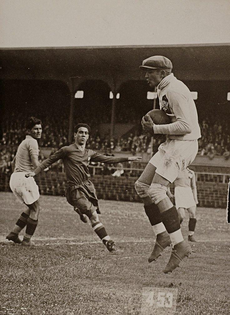 Олимпијске игре, Амстердам, 1928. Фудбалска утакмица Португалија: Југославија - 2:1. Olympic games, Amsterdam 1928. Soccer game between Portugal and Yugoslavia - 2:1