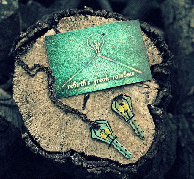 Birds Key, chiave dipinta a mano di Rebirth's Freak Rainbow su DaWanda.com #fashion #madeinitaly #collana #chiave #key #keys #necklace #recycle #recycled #handpainted #handcraft #uccelli #birds #gabbia #cage #animali