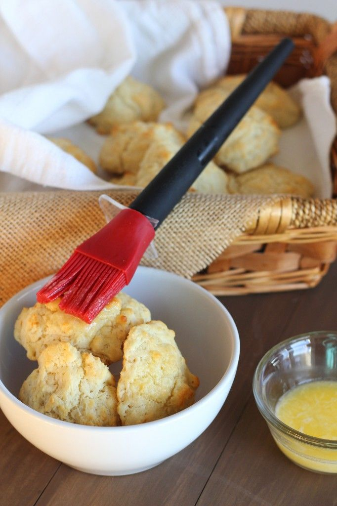 Easy Buttermilk Drop Biscuits | carmelmoments.com