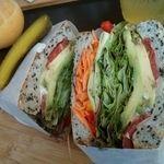 King George(キングジョージ) - 料理写真:野菜たっぷり、ベジタリアンサンドイッチ