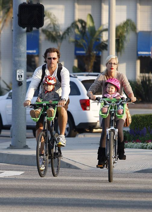 Tori Spelling with her husband Dean McDermott and their two children