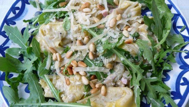 Tortellini met champignons, pesto en rucola