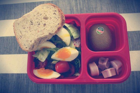 Salat med kokt egg og bacon