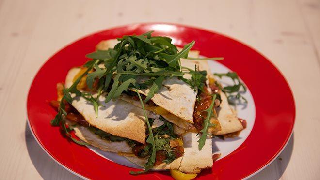 Pizza quesadillas - De Makkelijke Maaltijd | 24Kitchen