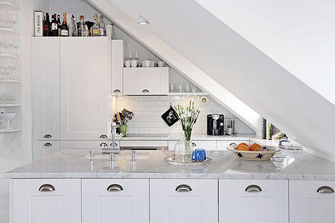 Bildresultat för platsbyggt kök snedtak