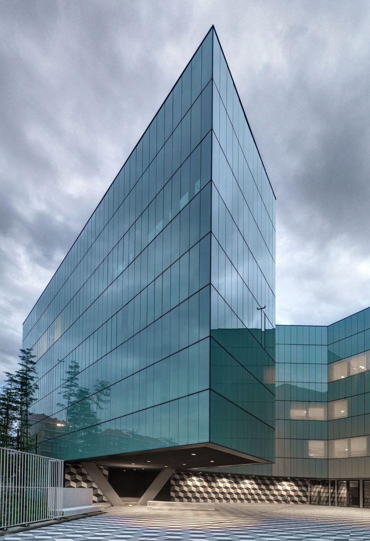 giussaniarch - Roberto Giussani / Andrea Balestrero, Andrea Martiradonna · Edificio per uffici e centro elaborazione dati · Divisare