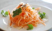 Салат из репы с морковью  Во время летних месяцев не только очень важно пополнять запас витаминов, но и подумать, как мы будем