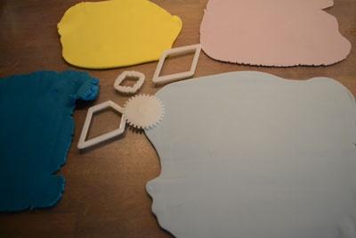 Arriva il freddo? Cosa ne dite di una bella coperta patchwork in PdZ con cui ricoprire ogni tipo di torta http://www.kikkascakes.com/Kikkas_Cakes/come-faccio/una-coperta-patchwork-in-pdz/