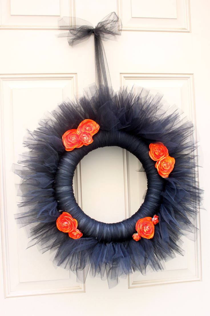 Diy halloween wreath - Super Cute Halloween Wreath Diy Video Tutorial Via Diva Dish
