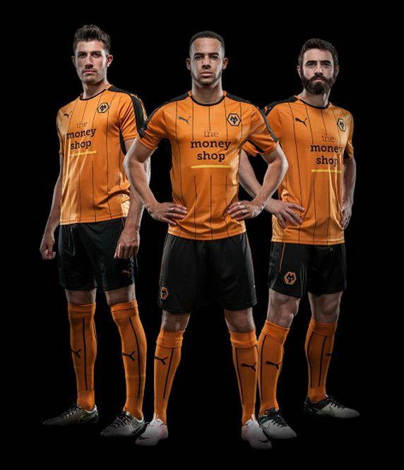 Ceci est le nouveau Maillot de foot Wolverhampton Wanderers Domicile pour la saison 2016/2017;