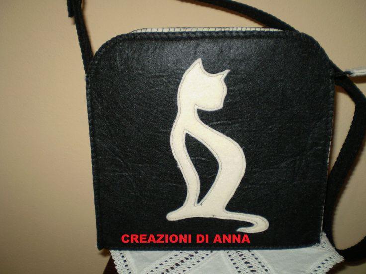 borsa tracolla in feltro nero e beige sagoma gatto di Creazionidianna su Etsy