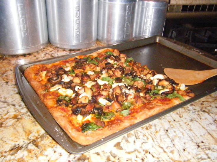 grilled chicken, mushroom, spinach, and goat cheese pizza with whole wheat crust...so yummy!Goats Chees Pizza, Goats Cheese Pizza, Yummy Meals, Food Stuff, Crusts So Yummy, Chicken Mushrooms, Favorite Recipe, Goat Cheese, Delicious Food