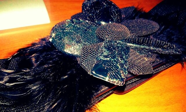 Feathers belt