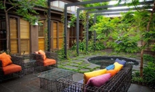 I love the brightly colored cushions against the dark backgroundCourtyards Gardens, Garden Design, Small Backyards, Terraces Gardens, Gardens Design Ideas, Patios Sets, Backyards Ideas, Beautiful Gardens, Gardens Parties
