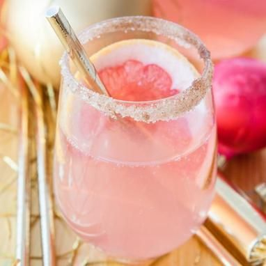 #christmas #cocktail #drink #pink