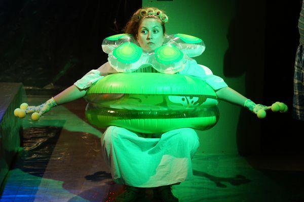 """22 ноября в 20:00 смотрите в Театре 18+ комедию-фэнтези """"Жаба"""" о том, как рушатся мужские планы на отдых и развлечения, если жену, пусть и заслуженно, назвать """"жабой"""". http://16thline.ru/makaronka/spektakli_teatra/  #theatre #teatr18 #fantasy #comedy"""