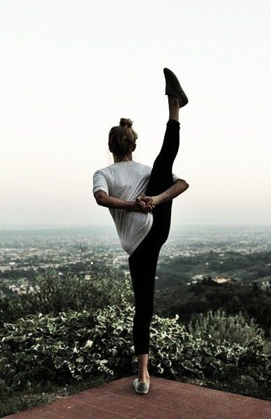 Cool yoga pose. want to be able to do this. #yoga #pose
