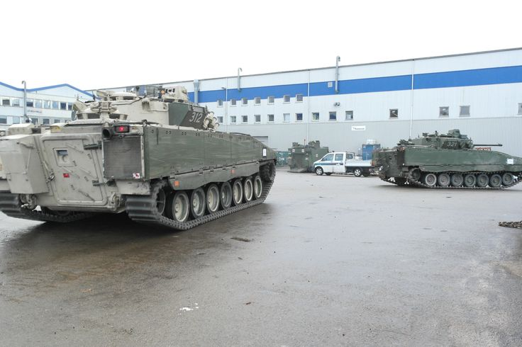 "Norwegian CV9039N vehicles in 2013. Note that vehicle ""312"" is a CV9030N/F1 (note rubber tracks, camera above rear door and equipment box in place of the ski rack) while vehicle ""321"" is a CV9030N in its original configuration."