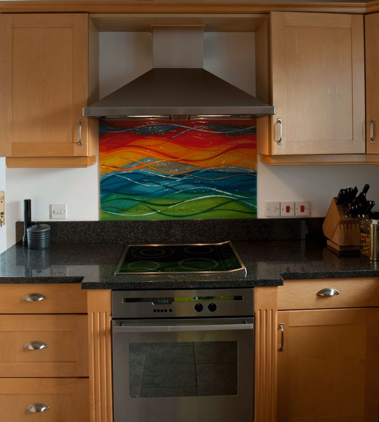 Please click on the image to enlarge it.   This kitchen splashback in Oxfordshire is a twist on the ever popular flow design. With the home on the banks of the Thames, it is natural that the design would reflect both the land and the river itself. This is reflected …