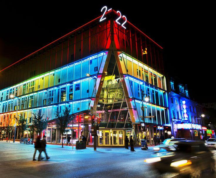 Mise en lumière du 2-22 par Moment Factory. Crédit photo: Martine Doyon, Quartier des spectacles