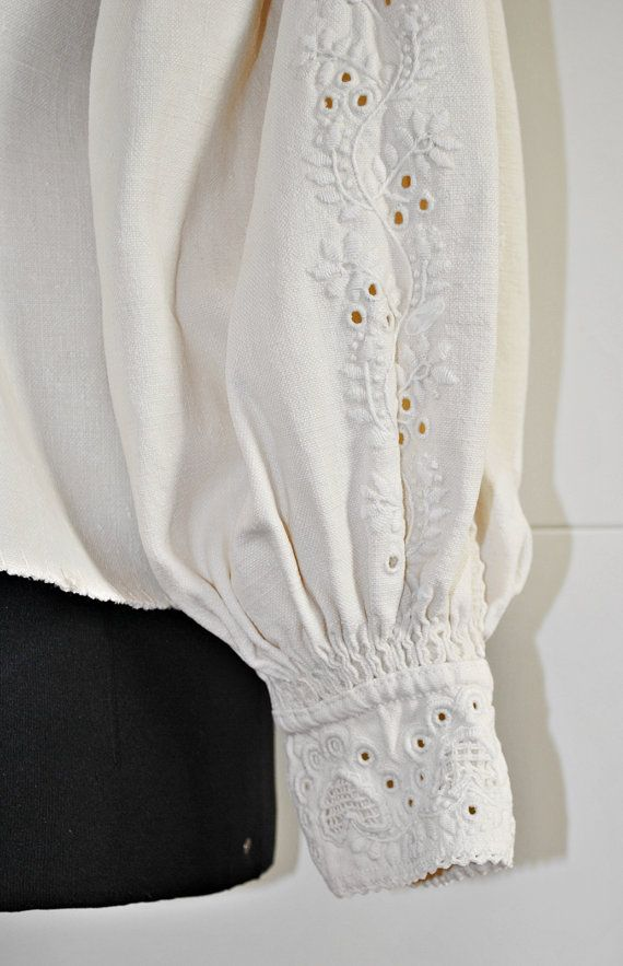 Antique Romanian / Transylvanian embroidered white by Medreana