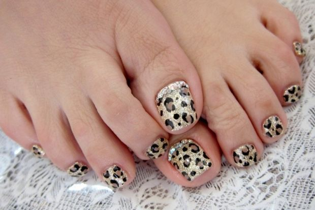 Pedicure Nail Art Designs - A perfect looking pedicure can instantly upgrade your look, so polish your toenails to perfection.