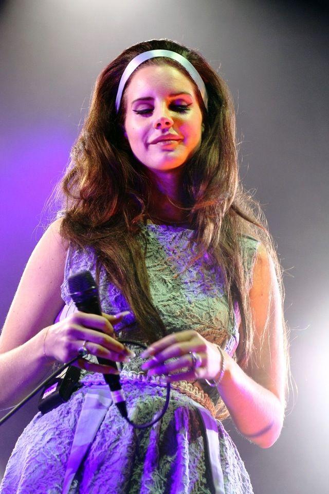 lana del rey | Lana Del Rey Rocks Girl Next Door Concert Look: How Do You Feel ...