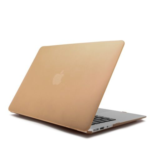 """CARCASA MACBOOK AIR 13 PULGADAS DORADA 18,06 €  Carcasa para Macbook Air 13 Pulgadas para decorar tu Mac con elegantes colores. Ligera y resistente apenas incrementa el peso de tu Mac. Diseñada para quedar totalmente integrada en tu Mac seguirás teniendo acceso a todos tus puertos sin necesidad de retirarla. Se adapta perfectamente a tu Macbook de 13 Pulgadas. Compatible con MacBook Air de 13""""."""