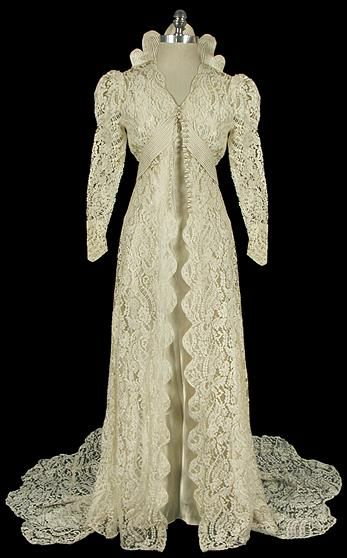 Lace wedding dress, 1930s. I could see myself in this...