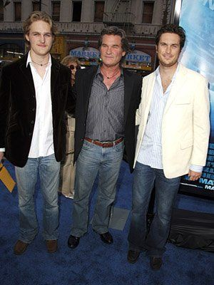 Kurt Russell is flanked by his stepson Oliver Hudson on the right and his son with Goldie Hawn, Wyatt Russell on the left. He has a 3rd son Boston  with ex-wife Season Hubley and a stepdaughter Kate Hudson.