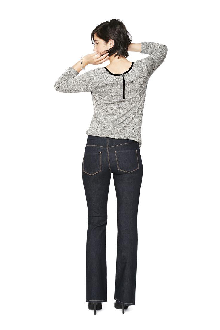 Évasée: Si le charme est l'art de révéler avec goût, ce jeans est une arme de séduction massive. Il épouse parfaitement tes courbes pour sublimer ta silhouette. On souhaite bonne chance à ceux qui tenteront de te résister.