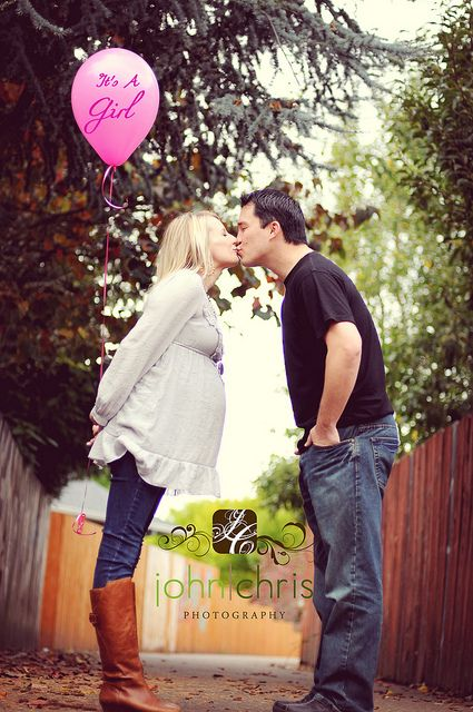 Cute idea to say it's a boy or girl! I'm not huge on the whole maternity photo shoot thing but this is cute!