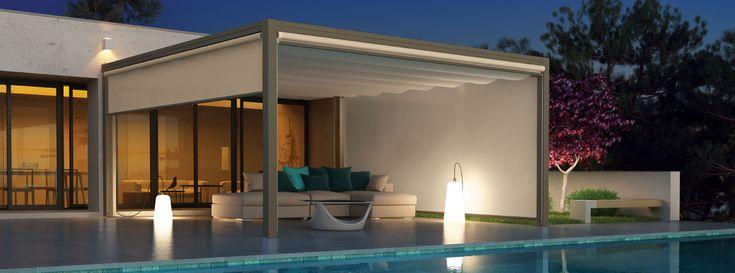 Pergola in alluminio con copertura scorrevole per il terrazzo e arredo giardino. Adatto come dehor e pergola autoportante per aree esterne di bar e locali. Forma quadrata e rettangolare.