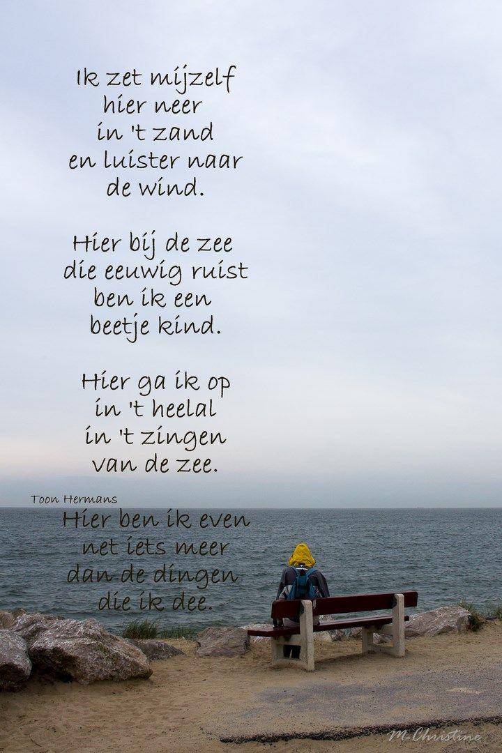 """Deze afbeelding en tekst past bij het boek omdat de hoofdpersoon uit het boek (Maria) de kust gebruikt om haar zorgen te vergeten en de spanning los te laten. Ook vond ik het gedicht er bij passen omdat het hele boek vanuit haar perspectief wordt geschreven. Citaat: """"Ik moest weg. En zoals altijd wanneer ik het gevoel had te bezwijken, reed ik naar zee. Naar de plek waar ik was geboren, aan de rand van de duinen. De zeewind blaast de zorgen uit je kop, zei mijn vader altijd."""""""