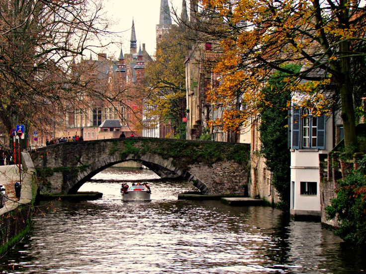 Bruges, Belgium. known for chocolate, fries, and beer. what more could you want? past.