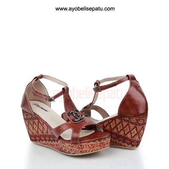 Brand by Giardino  Sepatu ini termasuk dalam jenis sepatu wedges. Didesain dengan model elegant dan bahan syntetic. Cocok untuk dipakai menemani aktifitasmu ladies. Selengkapnya bisa dibaca pada deskripsi produk.