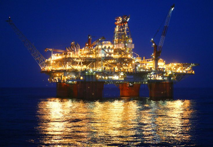 oil rigs at night   Thunderhorse at night