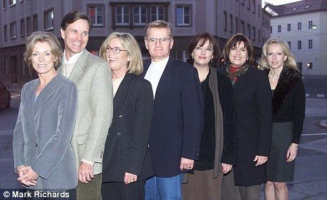 "United: The actors who played the Von Trapp children in the movie musical ""The Sound of Music"" (1965) are pictured here in 2000. (L-R) Charmian Carr, Nicholas Hammond, Heather Menzies, Duane Chase, Angela Cartwright, Debbie Turner and Kym Karath. ~ Photo by Mark Richards."