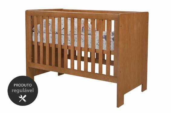 Buscando o berço perfeito para o quarto de bebê da sua casa? O Berço Colinho é um berço em MDF perfeito para combinar com os mais diferentes móveis do quarto do seu filho ou da sua filha. Com acabamento em nozes, esse berço para bebê segue as normas INMETRO e tem um estrado regulável em três diferentes níveis. Isso facilita o acesso da mãe ao bebê. Veja como esse berço com cor de madeira pode deixar o quarto do seu pequeno ou da sua pequena ainda mais incrível.